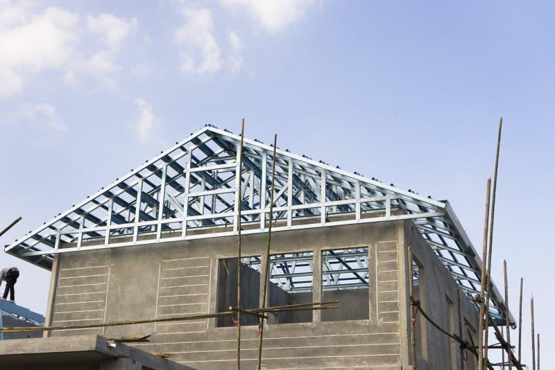 De bouw en bouwwerf van nieuw huis stock afbeeldingen