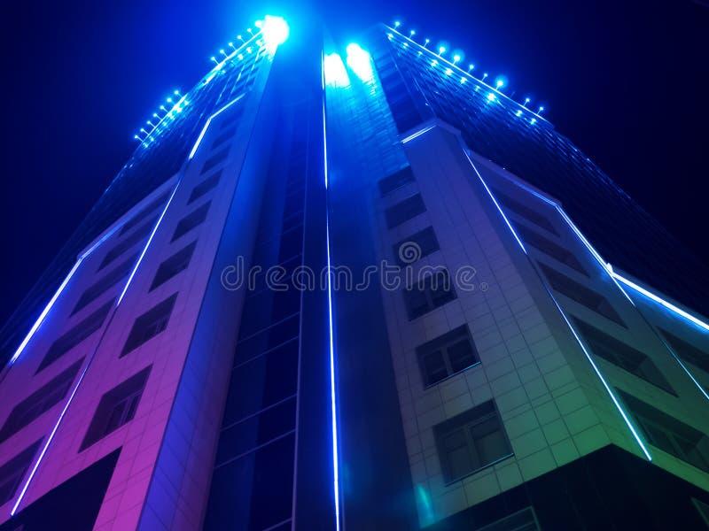 De bouw met mooie verlichting stock fotografie