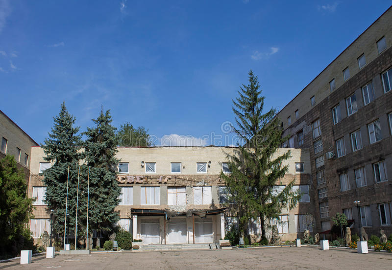 De bouw na de oorlog in Donetsk stock foto