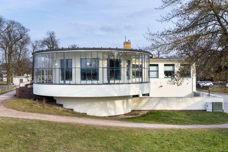 De bouw van Bauhauskornhaus in Dessau, Duitsland stock fotografie