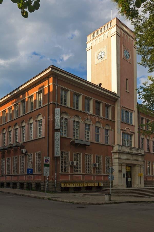 De bouw van centraal Postkantoor in het centrum van stad van Stara Zagora, Bulgarije stock foto's