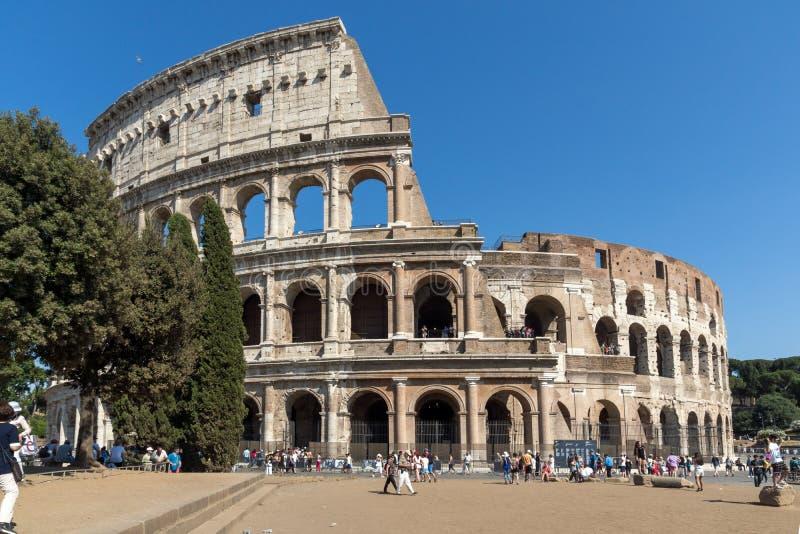 De bouw van Colosseum - Amphitheatre in het centrum van de stad van Rome, Italië royalty-vrije stock afbeeldingen