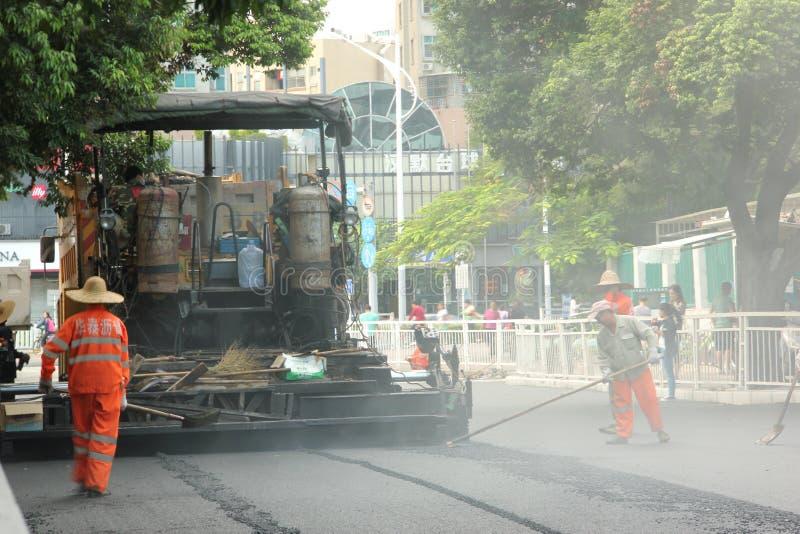 De bouw van de arbeidersbestrating in China ï ¼ ŒAsia royalty-vrije stock fotografie