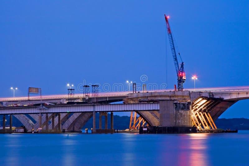 De Bouw van de brug bij Nacht stock foto's