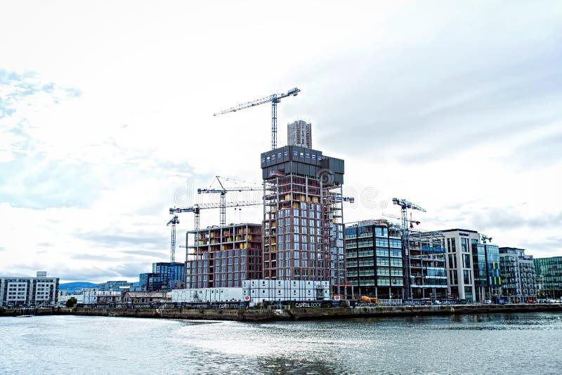 De bouw van de bureauontwikkeling wordt gevestigd op €™s Kade Sir John Rogersonâ aan de kant van het river'szuiden stock afbeeldingen