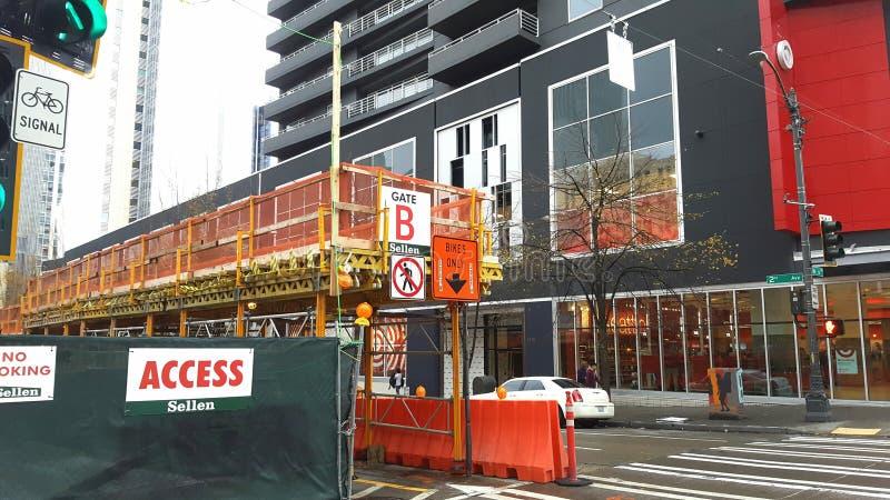 De bouw van de fietsstegen van Seattle de stad in stock afbeeldingen