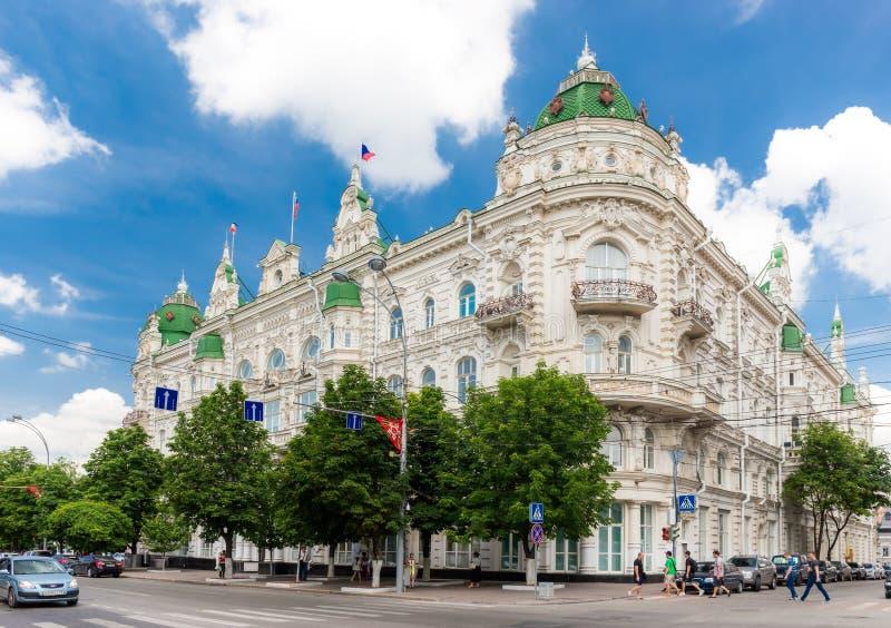 De bouw van de stadsdouma in centraal rostov-op-trekt aan royalty-vrije stock foto