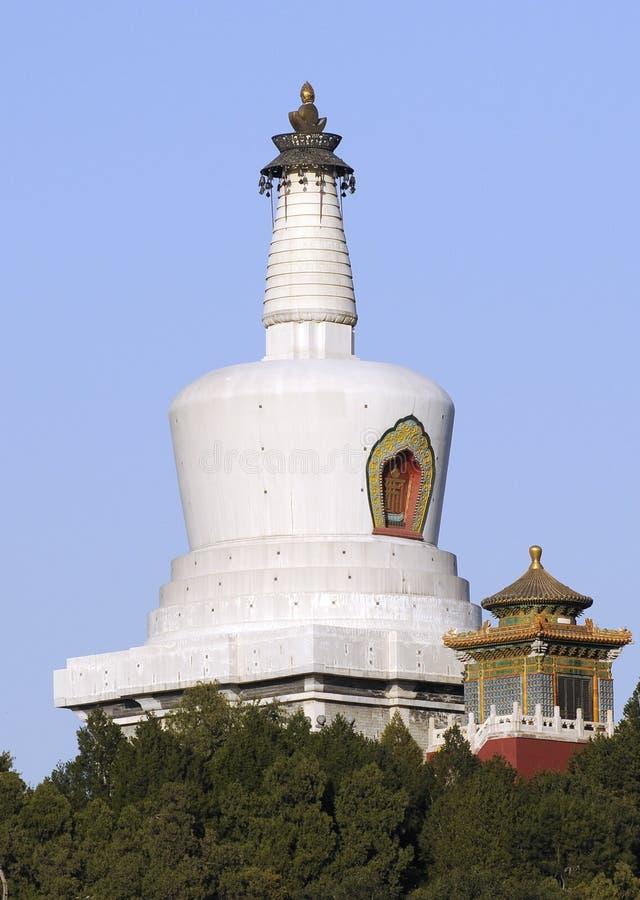 De bouw van de toren met de stijl van Tibet stock foto