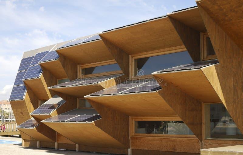 De bouw van de zonnemachtsvertoning bij het Strand van Barcelona. Spanje stock foto's