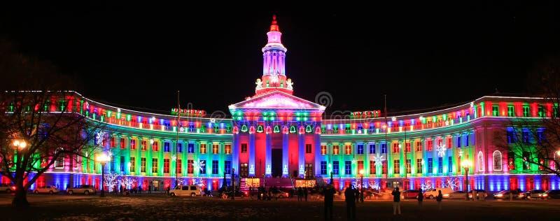 De Bouw van Denver City en van de Provincie bij nacht, Colorado wordt verlicht dat royalty-vrije stock afbeeldingen