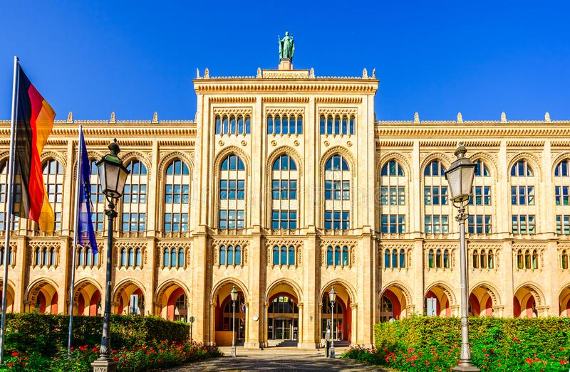 De bouw van de districtsoverheid van Hoger Beieren, München stock foto
