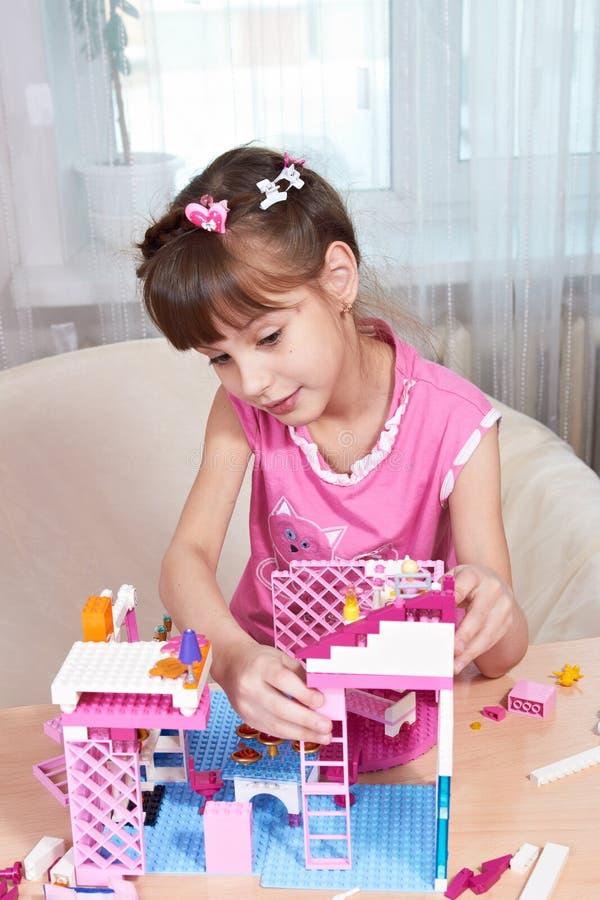De bouw van een Huis van het Stuk speelgoed royalty-vrije stock foto's