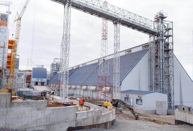 De bouw van graanschuuren Moderne silo's voor het opslaan van Landbouw van de korreloogst royalty-vrije stock foto's