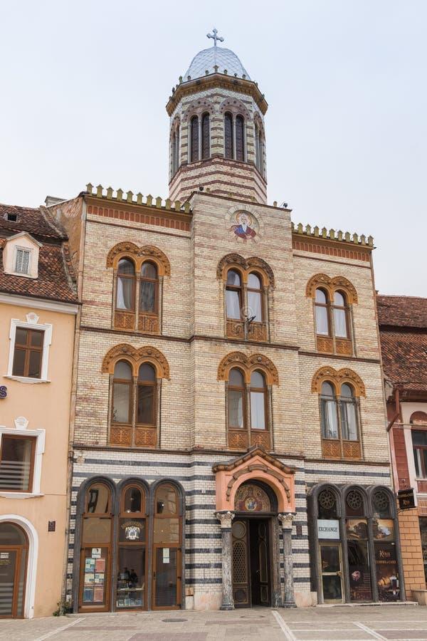 De bouw van de Heilige Slaperige Kerk van Onze Dame in het Vierkant van de Raad Markt in de Oude Stad van Brasov in Roemenië royalty-vrije stock afbeelding