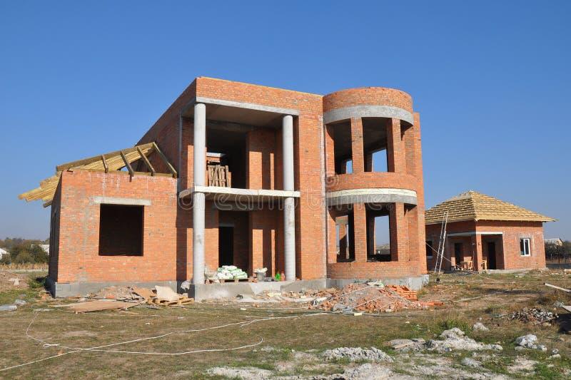 De Bouw van het baksteenhuis Huis de Bouwproces en Bouwwerf De stadia van een de bouw huis stock fotografie