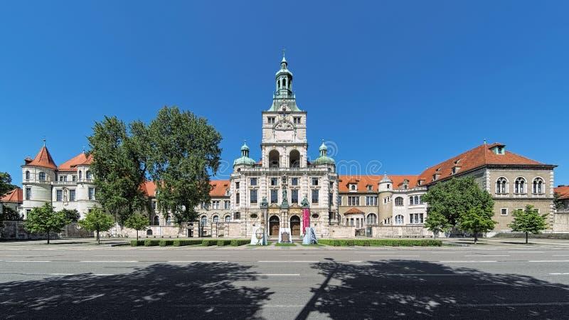 De bouw van het Beierse Nationale Museum in München, Duitsland royalty-vrije stock foto