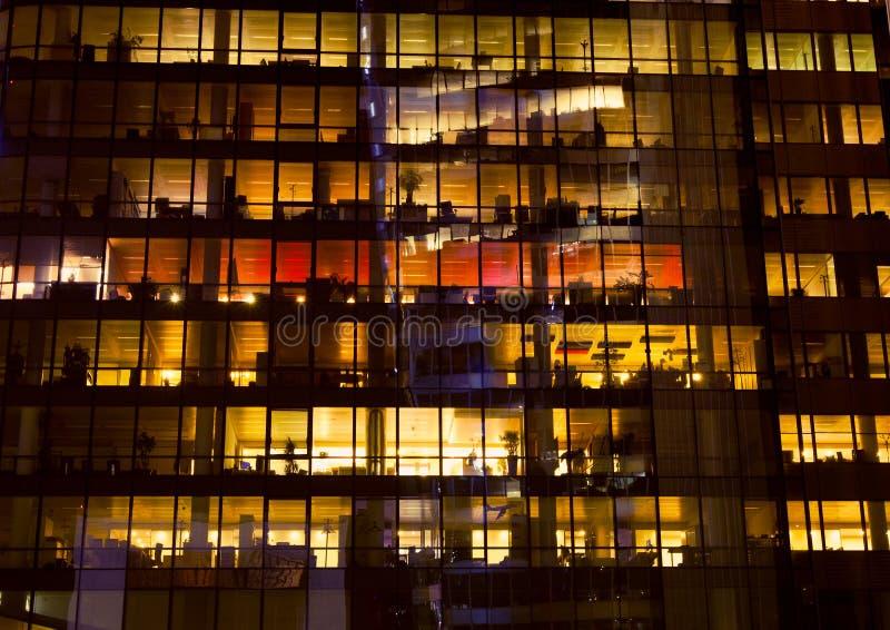 De bouw van het bureau bij nacht royalty-vrije stock foto