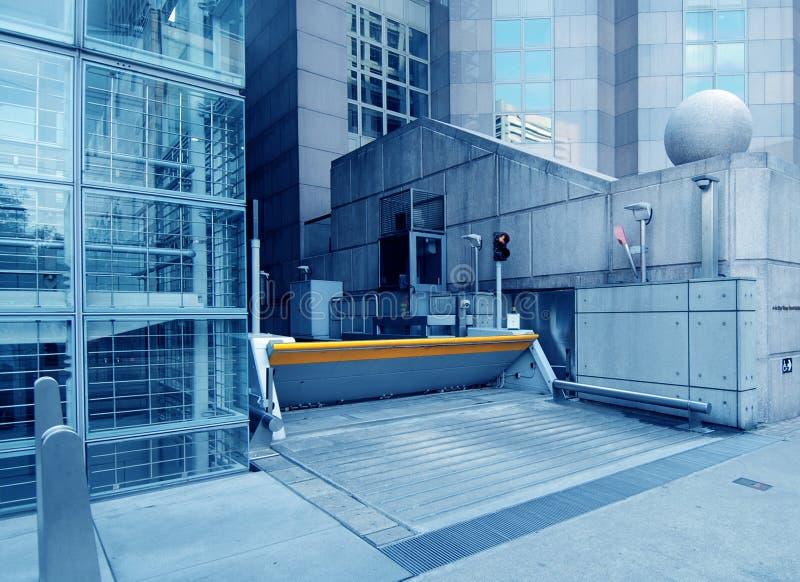 De bouw van het bureau de poort van de garageveiligheid stock afbeelding