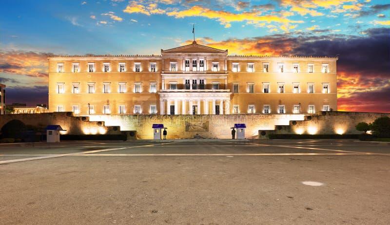 De bouw van het Griekse parlement in Syntagmavierkant, Athene, Griekenland royalty-vrije stock foto