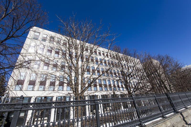 De bouw van het Ministerie van Interne Zaken van de Russische Federatie wordt het geschreven in Rus Zhitnaya St 16, Moskou, stock afbeeldingen