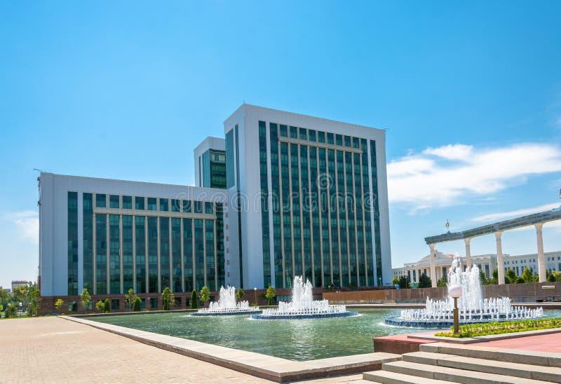De bouw van het Ministerie van Financiën in Tashkent, Oezbekistan stock afbeeldingen