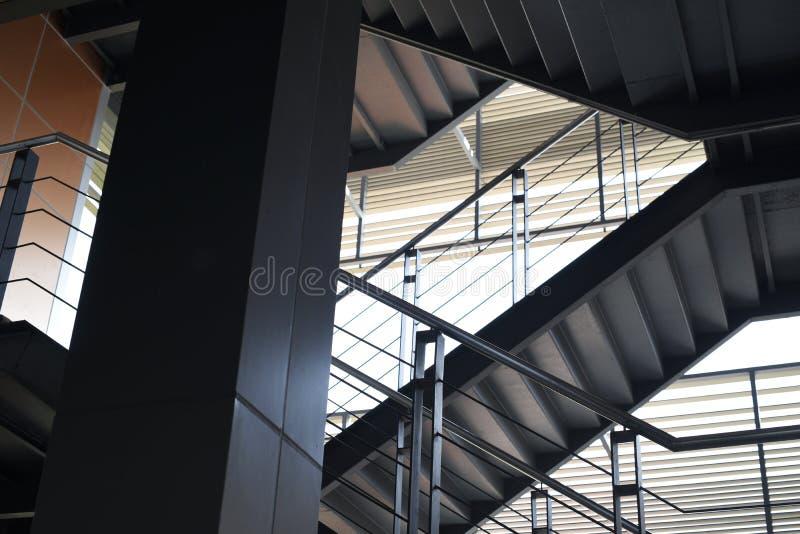 De Bouw van het Opstarten van bedrijvenbureau Trappen stock foto