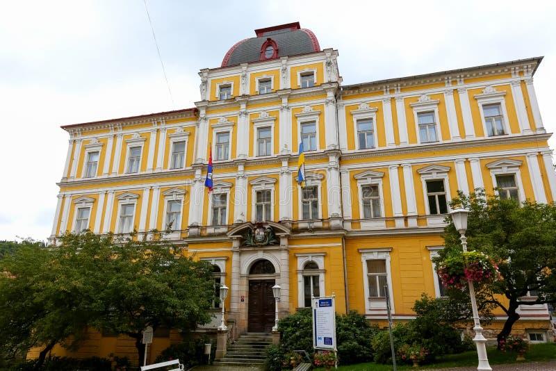 De bouw van het stadhuis in Marianske Lazne stock afbeeldingen