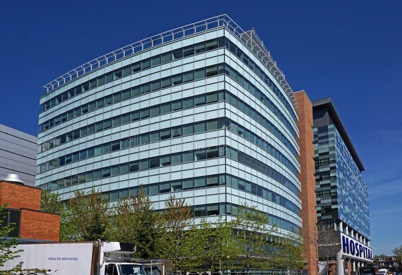 Download De bouw van het ziekenhuis stock afbeelding. Afbeelding bestaande uit modern - 54088477
