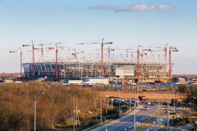 De bouw van nieuw voetbalstadion rostov-op-trekt binnen aan Rusland stock fotografie