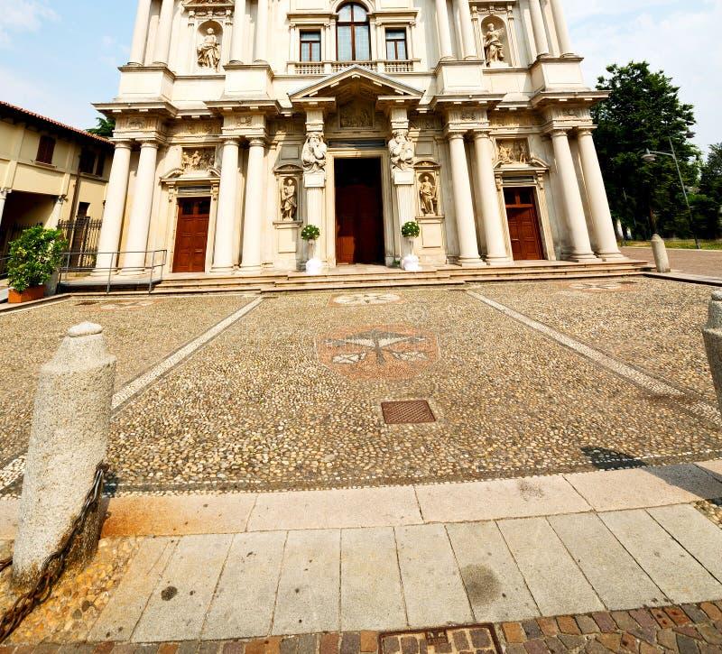de bouw van oude architectuur in de godsdienst a van Italië Europa Milaan royalty-vrije stock foto