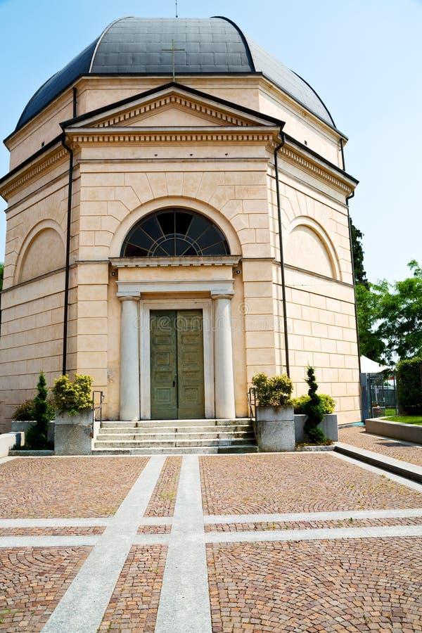 de bouw van oude architectuur in de godsdienst van Milaan en stock foto's