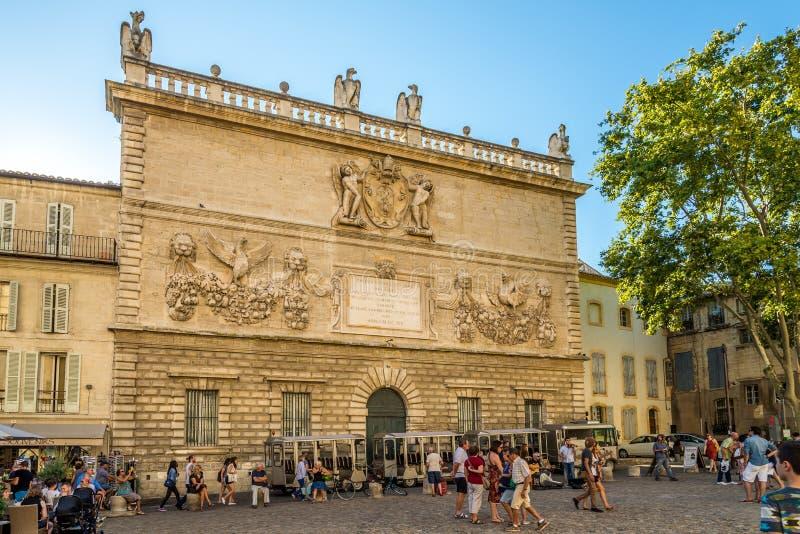 De bouw van Oude Munt in Avignon stock afbeeldingen