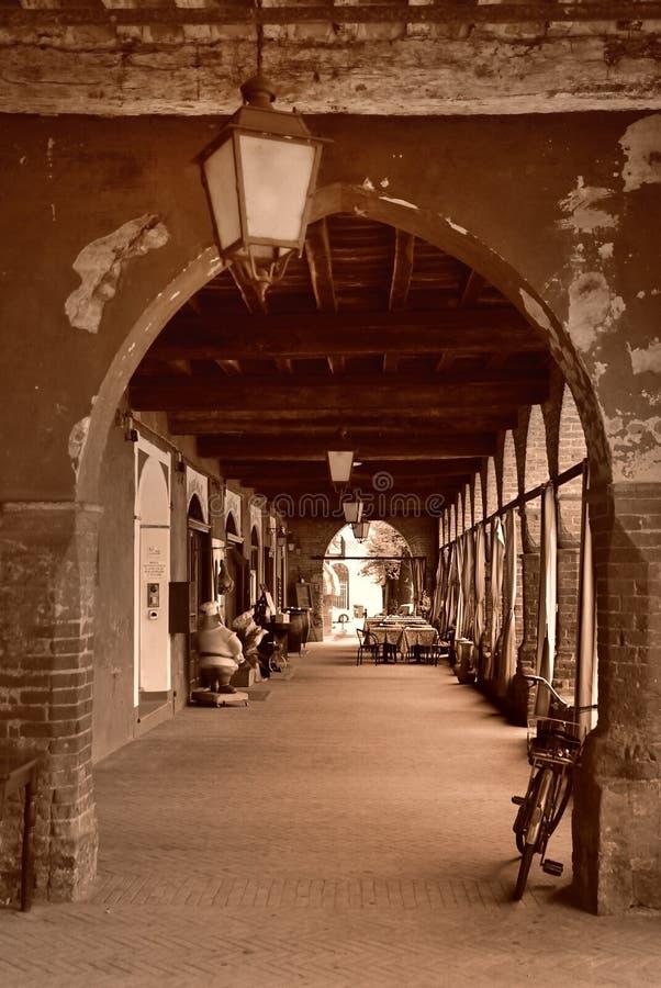 De bouw van overwelfde galerij in Italië royalty-vrije stock foto's