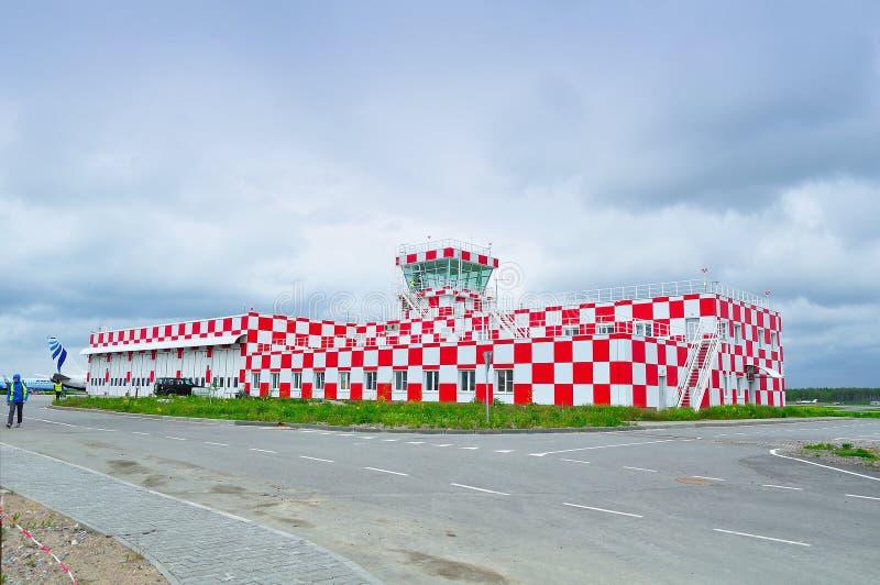 De bouw van Vluchtnoodsituatie en Reddingsondersteunende dienst van de Internationale luchthaven van Pulkovo stock fotografie