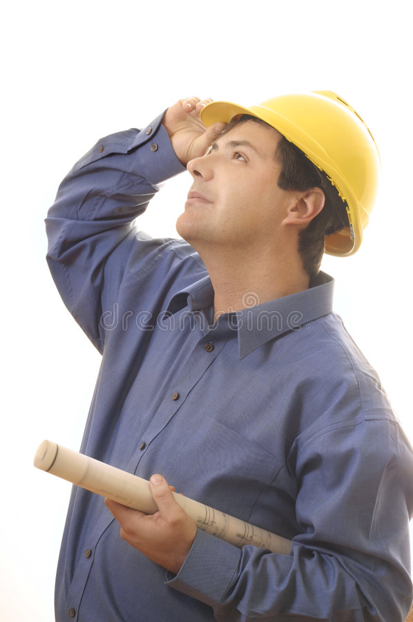 De bouwer die van de bouwvakker omhoog kijkt stock afbeelding