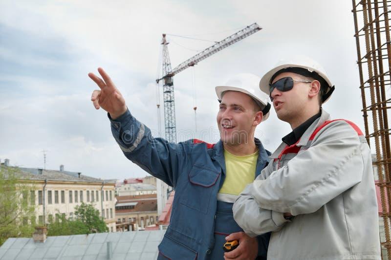 De bouwers van ingenieurs bij bouw royalty-vrije stock afbeelding