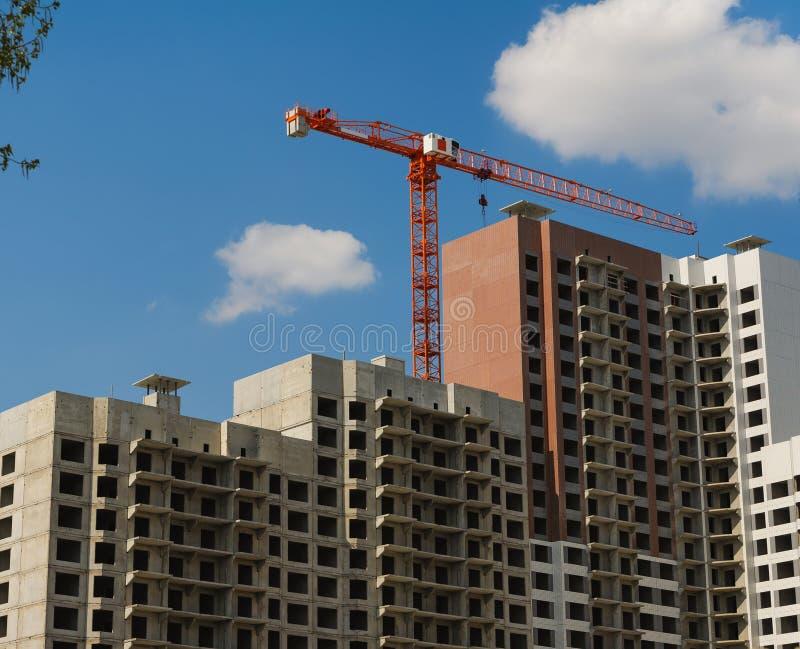 De de bouwkraan op projectplaats stock afbeelding