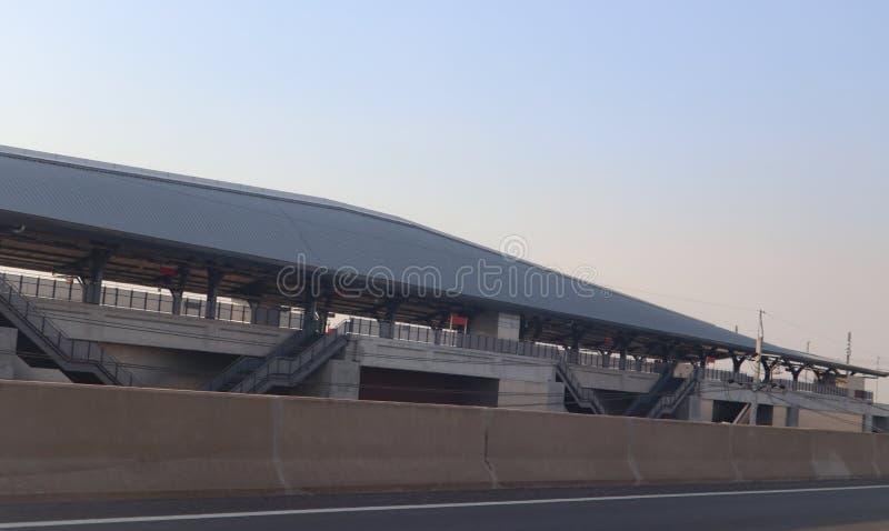 De bouwspoor en post van de hoge snelheids moderne trein voor massavervoer Bangkok Thailand royalty-vrije stock afbeeldingen