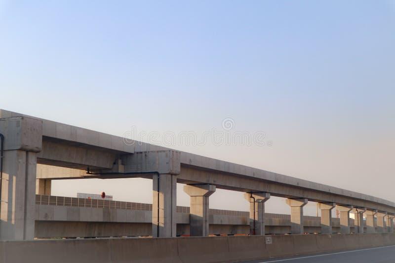 De bouwspoor en post van de hoge snelheids moderne trein voor massavervoer Bangkok Thailand royalty-vrije stock afbeelding