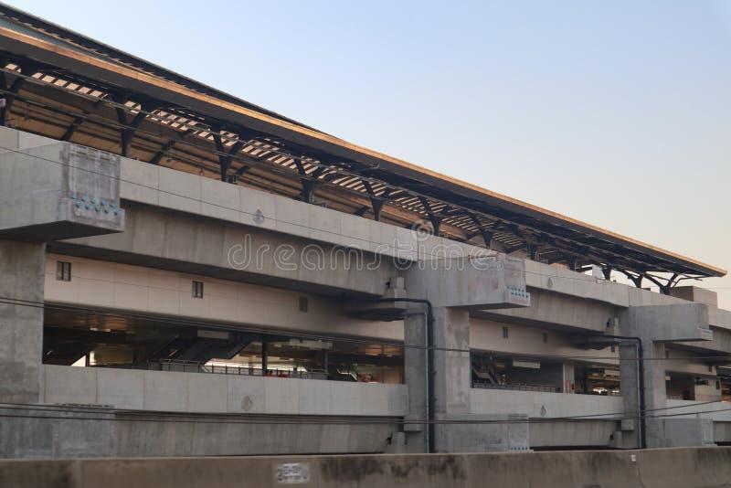 De bouwspoor en post van de hoge snelheids moderne trein voor massavervoer Bangkok Thailand royalty-vrije stock fotografie