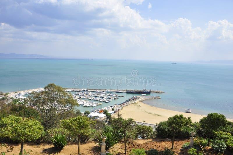 De Bovengenoemd haven van Sidi Bou en strand van minnaars stock afbeelding