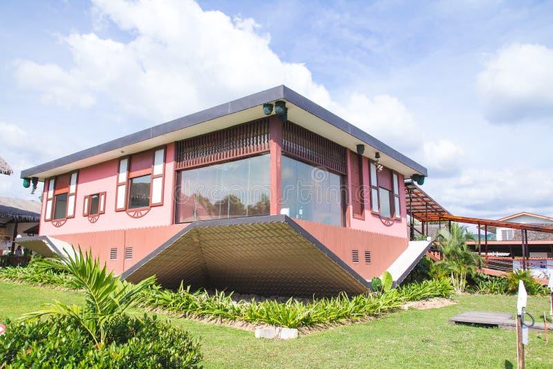 De bovenkant - onderaan huis in Tamparuli, Sabah stock afbeeldingen