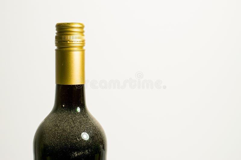 De bovenkant van een wijnfles waarop stof van het lagering royalty-vrije stock foto
