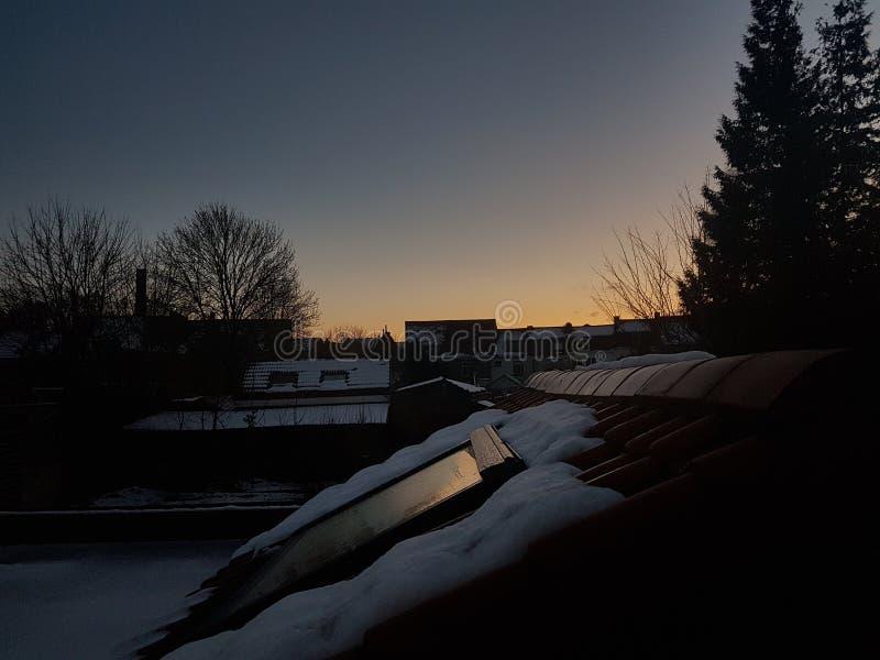 De bovenkant van het sneeuwdak stock fotografie