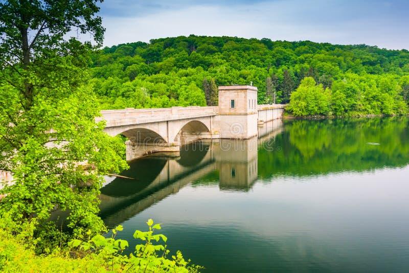 De bovenkant van Prettyboy-Dam, in de Provincie van Baltimore, Maryland royalty-vrije stock fotografie