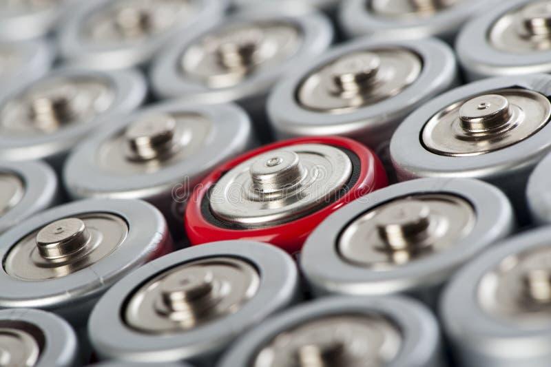 De bovenkantenmacro van batterijen met contrast rode  royalty-vrije stock fotografie