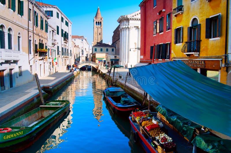De box van het fruit in Venetië stock foto's
