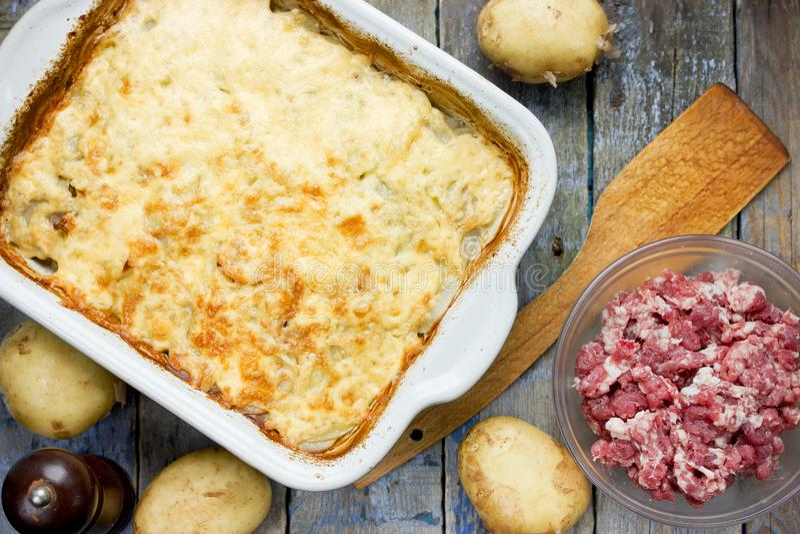 De braadpan van het aardappelvlees royalty-vrije stock foto's