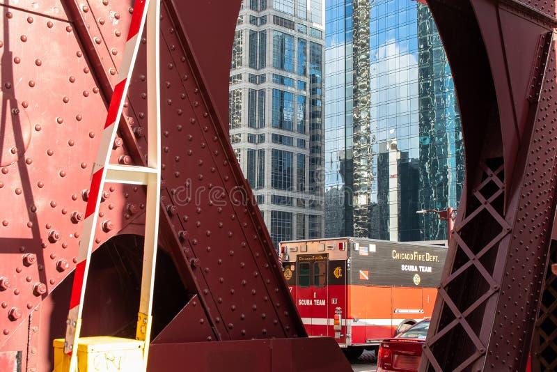 De Brand Afd. van Chicago Scuba-uitrustingsteam - ziekenwagen op LaSalle-Straat, Chi stock afbeeldingen