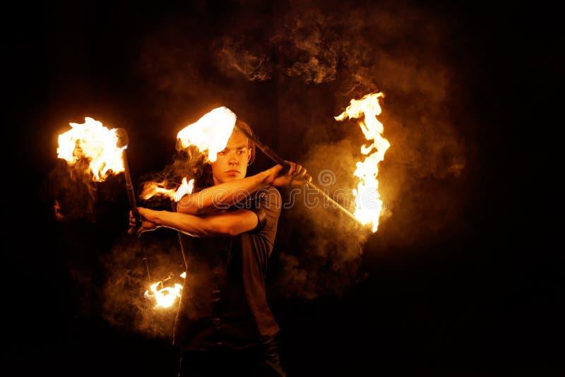 De brand toont Dans met Personeel royalty-vrije stock afbeelding
